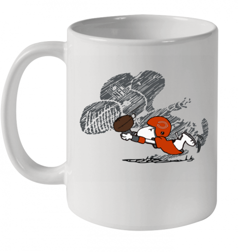 Chicago Bears Snoopy Plays The Football Game Ceramic Mug 11oz