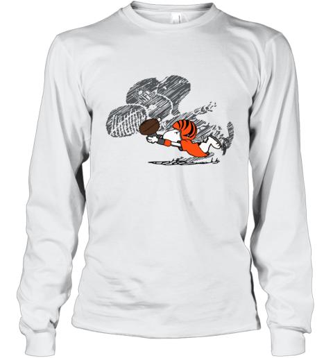 Cincinnati Bengals Snoopy Plays The Football Game Long Sleeve T-Shirt