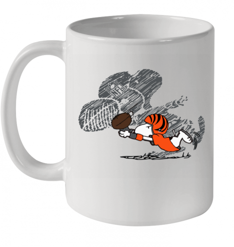 Cincinnati Bengals Snoopy Plays The Football Game Ceramic Mug 11oz