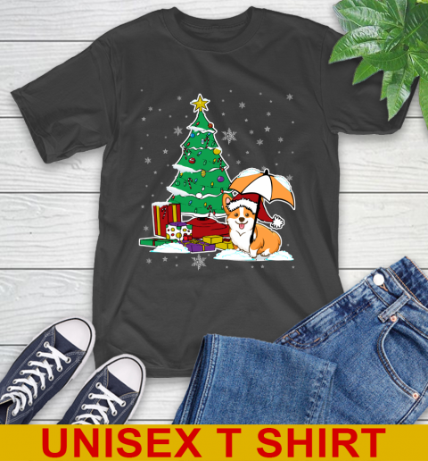 Xmas is coming Cute Corgi Dog and gifts T-Shirt